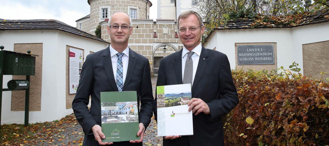 Leiter beider Bildungsschlösser Markus P. Ladendorfer mit Landeshauptmann Mag. Thomas Stelzer